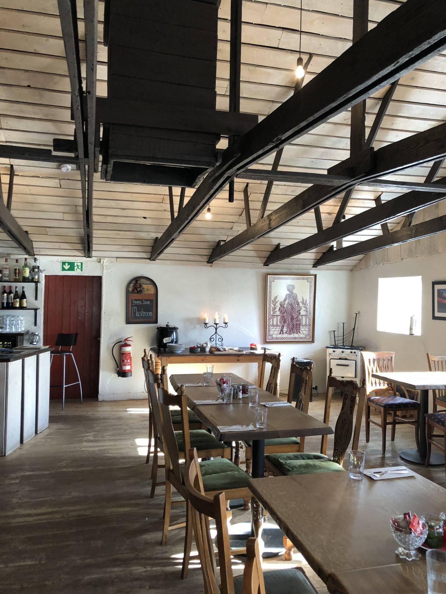 restaurant gamla fjosid vik islande