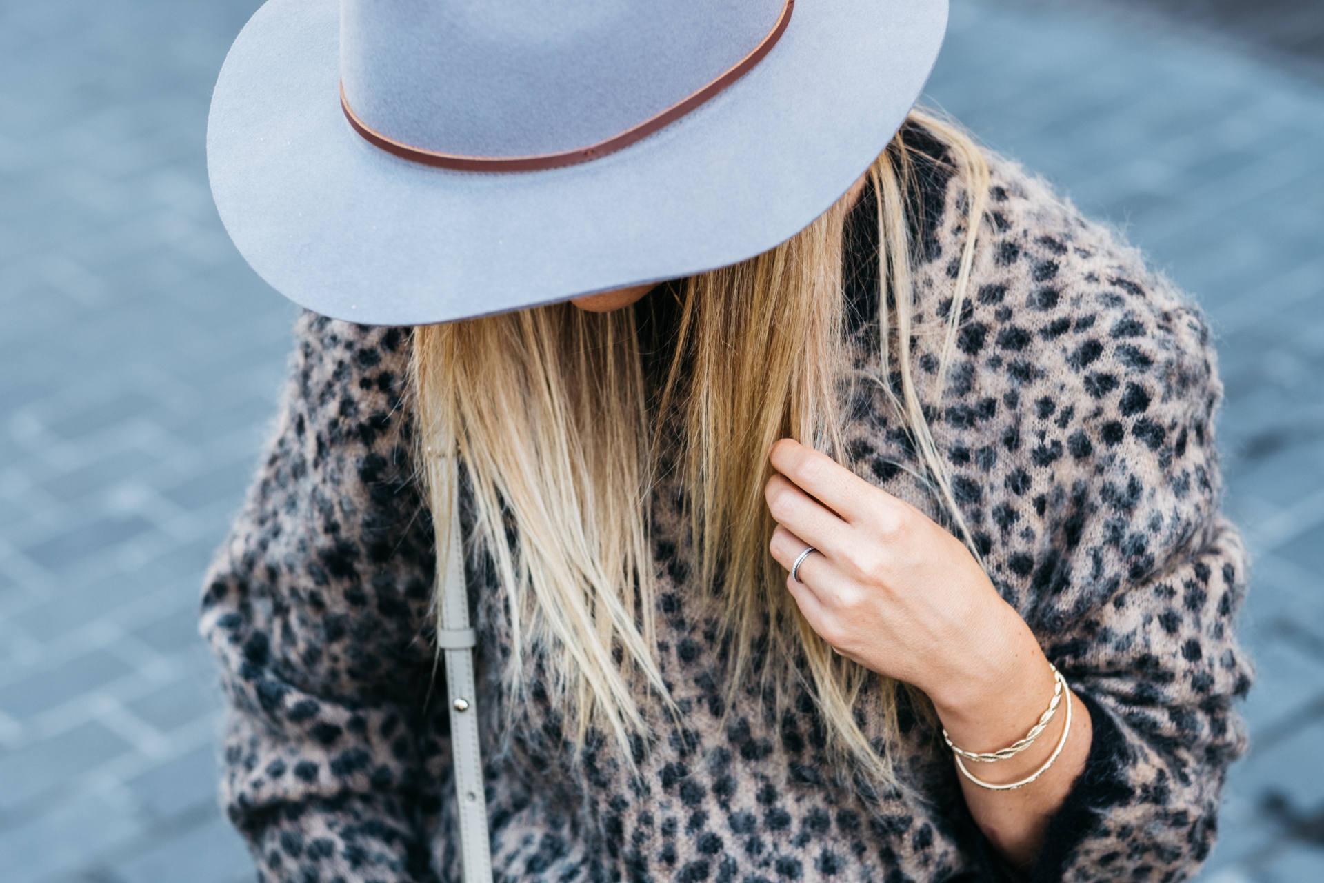 look leopard